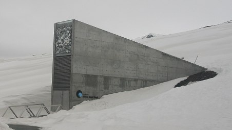 1200px-global_seed_vault_(cropped)